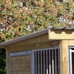 Dak voorzien van extra overstek aan de voorkant en zijkanten
