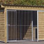 Hondenren Forz met geïsoleerd slaaphok, vlondertje en houtkader. 343x240