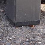 Hondenhok Loebas met kunststof blokje onder de poten