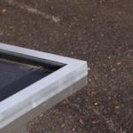 Dakrand van hondenhok Loebas, netjes afgewerkt met aluminium profiel