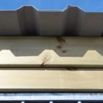 Houten dakranden met overstekende dakplaten