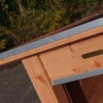 Afgewerkt met aluminium op de rand van het dak en bij de ingang, kwaliteit van GrootPlezier.nl