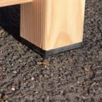 Kunststof blokjes onder poten hondenhok