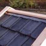 Hondenhok Reno is voorzien van echte dakpannen en bijbehorende dakbeslag