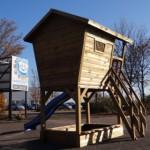 Achterkant houten speelhuis Birdy
