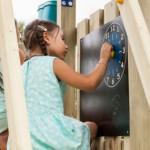Krijtbord met klok | speeltoren | speeltoestel