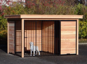 Hondenkennel FORZ zwart/Douglas met houtkader, half open zijkant en Luxe daksysteem 342x240 cm