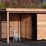 Hondenkennel FORZ zwart/Douglas met houtkader half open zijkant en Luxe daksysteem 342x240 cm