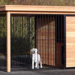 Hondenkennel met ren van 2x2 meter en voorzien van geïsoleerd nachthok