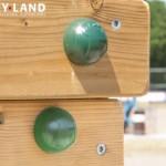 Afdekdoppen voor bouten aan speeltoestel