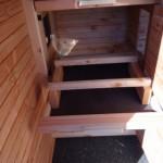 Kippen nachthok is voorzien van schuiflade en zit-stokken