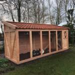 Voliere/kippenhok Flex 6.2 met inloop-sluis, 3 hokken, legnest en dakpannen dak