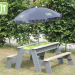Zand - en water tafel met parasol