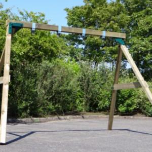 Zwaar schommelframe van hout met stalen hoekstukken geschikt voor volwassenen