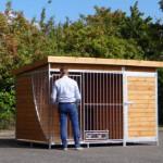 Gebruiksvriendelijk hondenkennel met ruime toegangsdeuren