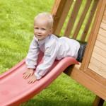 Houten speelhuisje met glijbaan | AXI | Robin