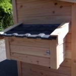 Ook het legnest is voorzien van dakpannen en helemaal waterdicht.