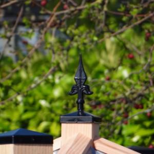 Top afwerking van het dak met luxe paalkroontjes