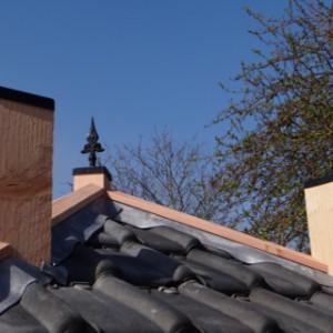 piramide dakvorm met dakpannen is een knap staaltje vakwerk.