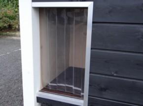 Anti-tochtstroken als lamellen deur voor hondenhok 45x90cm