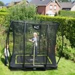Kleine rechthoekige trampoline met veiligheidsnet