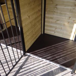 Nachthokken en vlondertjes in kennel Compart 7,5x2m