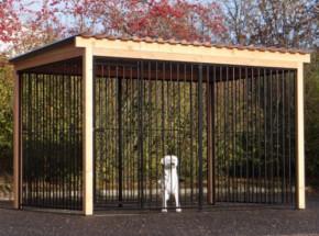 Hondenkennel FLINQ zwart met dak en Douglas houtkader 342x185cm