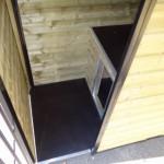 De kennel Forz is voorzien van een geïsoleerd nachthok en vlondertje