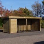Hondenkennel FORZ zwart met houtkader, geïsoleerd nachthok en Luxe daksysteem 566x240x222cm