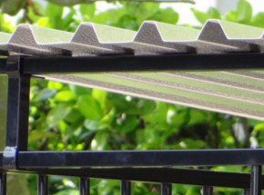 Dakkoker voor hondenkennel zwart 2 meter