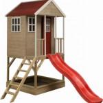 Speelhuisje Nordic Adventure House met glijbaan en zandbak