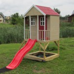 Speelhuis Nordic Adventure House met glijbaan en zandbak