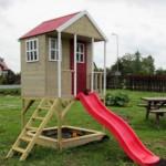 Speelhuisje Nordic Adventure House met glijbaan