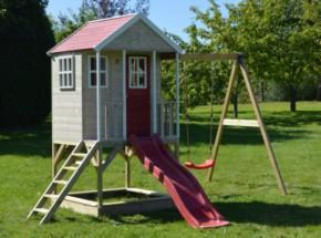 Speelhuisje Nordic Adventure House met glijbaan en schommel JoyPet