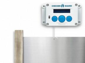 Automatische kippenhok opener Chickenguard Premium met luikje en eiken geleiders
