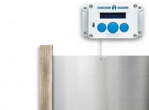 Automatische kippenhok opener Chickenguard Standard met luikje en eiken geleiders