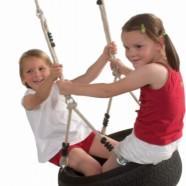 Autobandschommel horizontaal: dubbel schommelplezier voor 2 kinderen.