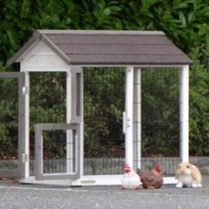 aanbouwren dierenhok met grote deuren