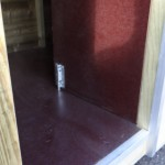 Houten hondenhok Loebas met betonplex bodem en scharnierend tochtschot