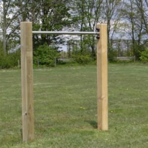 Duikelrek RVS - metalen duikelstang met houten palen.