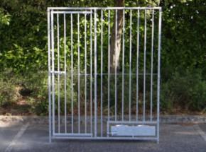 Kennelpaneel verzinkt met deur en draaibaar voederstel 150x183cm