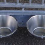 Voerbakken voor draaibaar voederstel van kennelpaneel: praktische accessoires voor gegalvaniseerd hondenkennel
