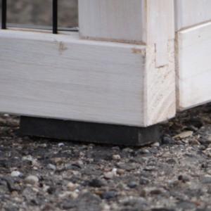 Konijnenhok Regular Small white-grey is voorzien van rubber voetjes.
