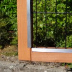 Antiknaag strips op deurtjes konijnenhok