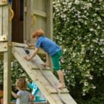 Uitdagende houten klimwand @Ramp met een dik klimtouw
