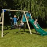 Buiten speeltoestel Deckswing, houten buitenspeelgoed in de vorm van een glijbaan met nest schommel
