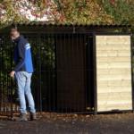 Zwarte hondenkennel Fix met dak 2x3m