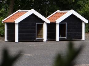 Hondenhokken Reno Dubbel: zwart/wit met oranje dakpannen (gespiegelde openingen)