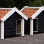 Hondenhok Reno Dubbel: 'gespiegelde hondenhokken' zwart/wit met dakpannen