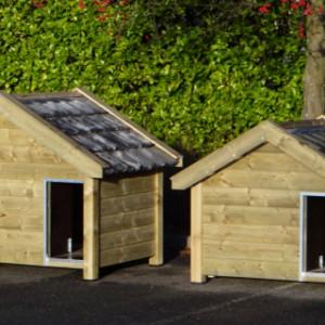 Grote hondenhokken van geïmpregneerde vurenhout, met dakpannen: Hondenhok Snuf (breedte 176cm) en hondenhok Reno (breedte 160cm)